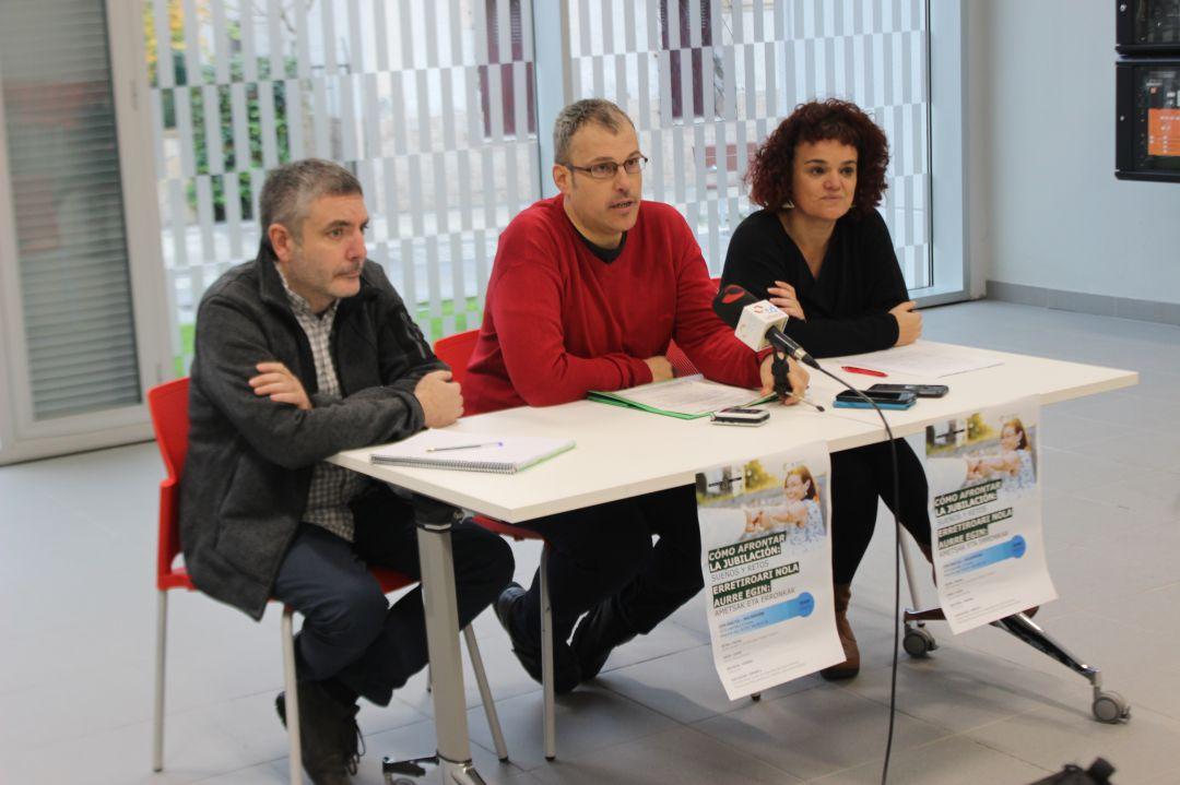 Sergio Corchón, delegado de Bienestar Social,  junto a otros responsables del curso piloto que se va a dar en Irun.