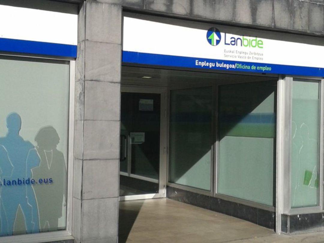 Entrada a una oficina de Lanbide.