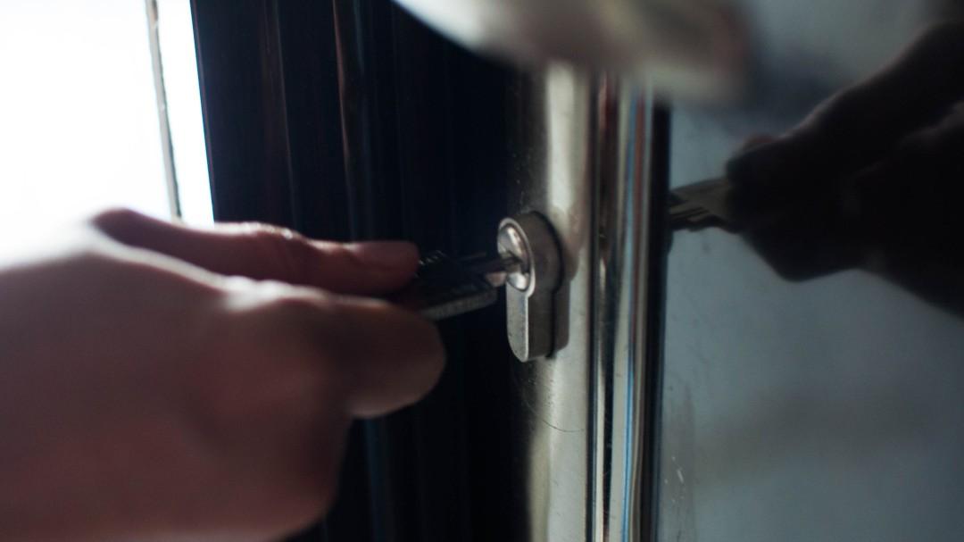 La Guardia Civil alerta sobre el peligro de estas marcas en la puerta de tu casa