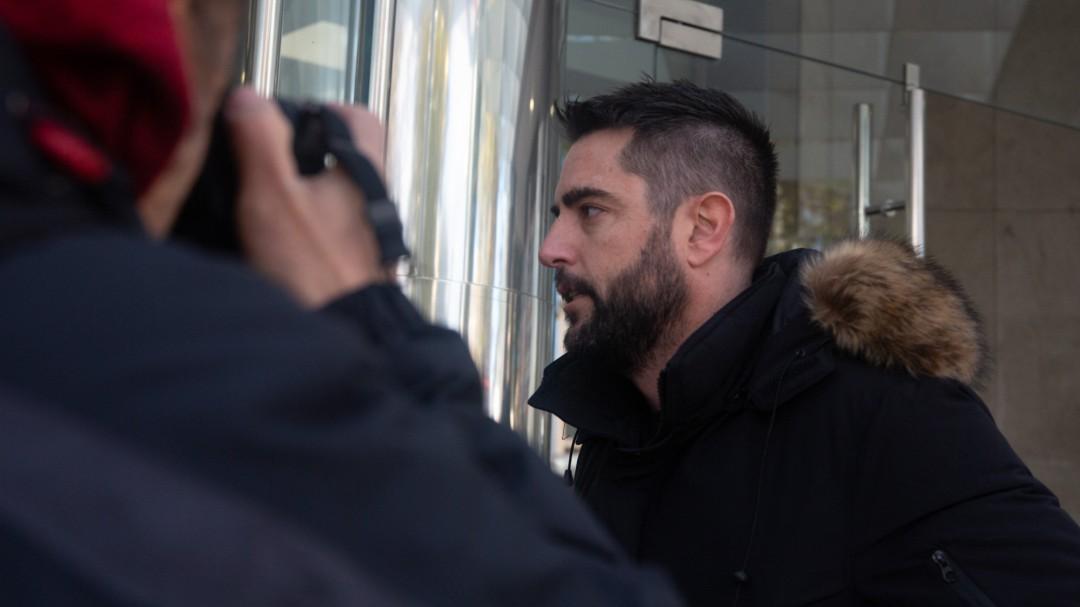 Archivada la causa contra Dani Mateo por sonarse la nariz con la bandera de España