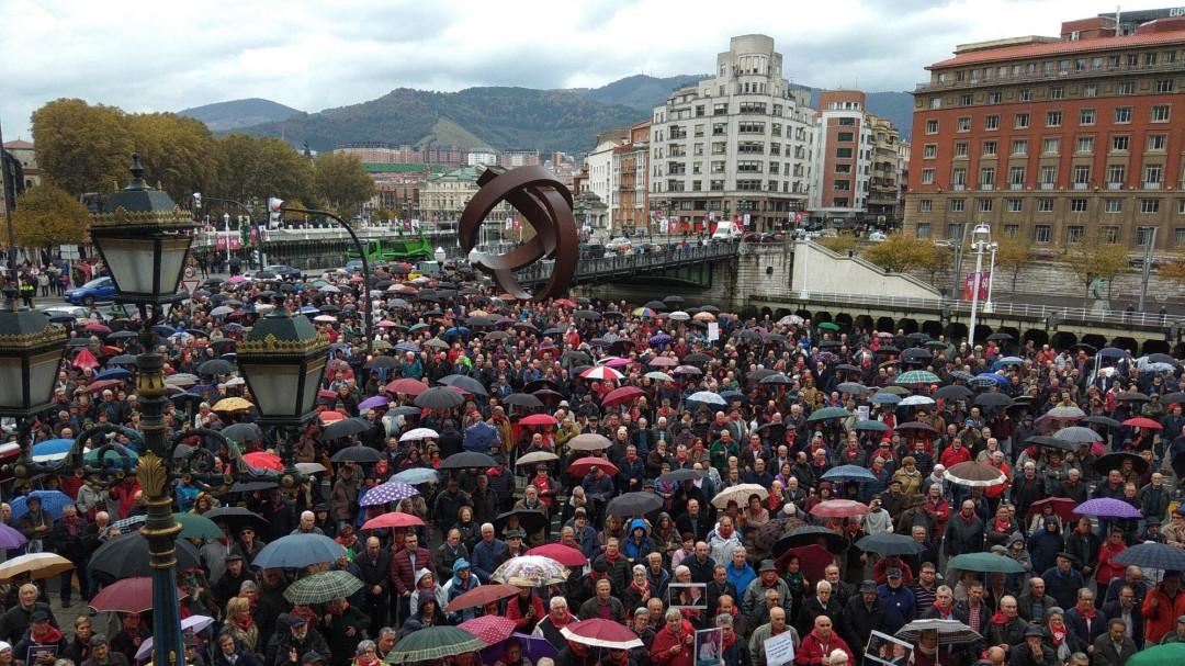 Los pensionistas vizcaínos alcanzan 100 concentraciones entre gritos de 'unidad'