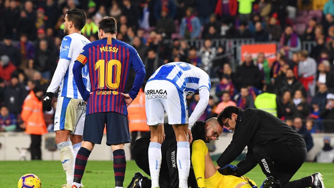 De los 20 árbitros de Primera División, catorce habrían pitado falta de Suárez y seis no