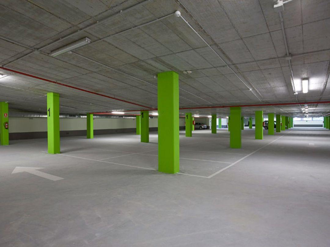 Aparcamiento subterráneo del Pinar, con plazas libres.