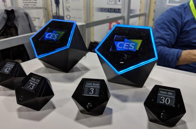 El kit inicial consta de un ordenador central y varios sensores.