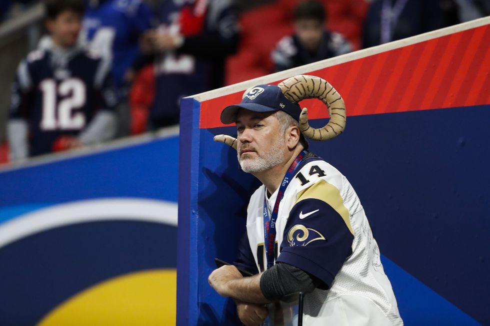 Un aficionado de Los Ángeles Rams, en el estadio