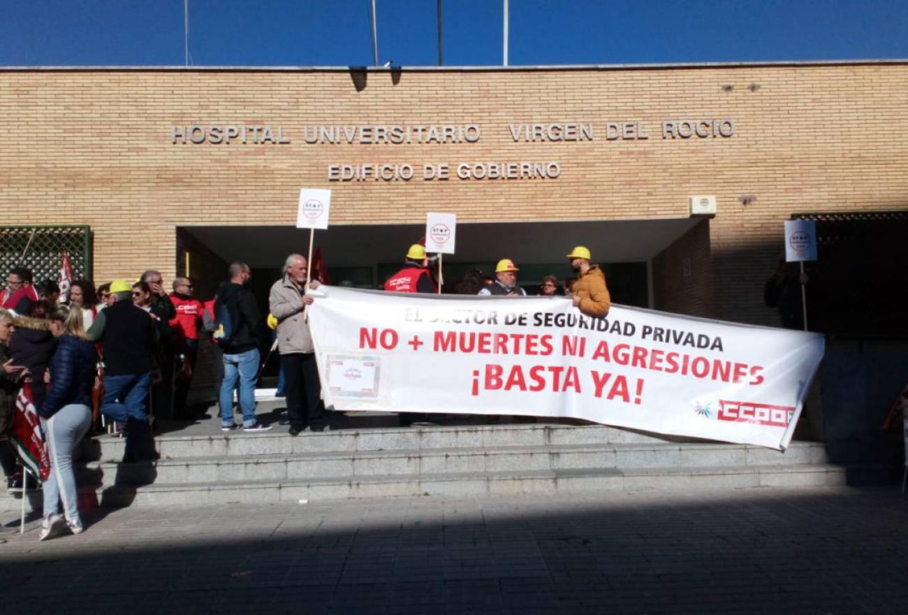 Vigilantes de seguridad privada denuncian sufrir agresiones en el Virgen del Rocío 1549372900_675270_1549373265_noticia_normal_recorte1