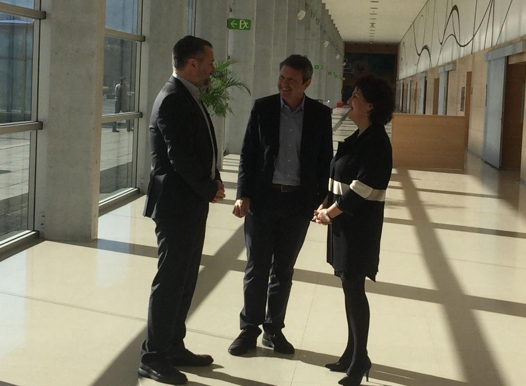 Ander Sarratea, gerente de FICOBA junto a José Antonio santano, presidente de la Fundación y Ainhoa Aizpuru, diputada de Promoción Económico, Medio Rural y Equilibrio Territorial.