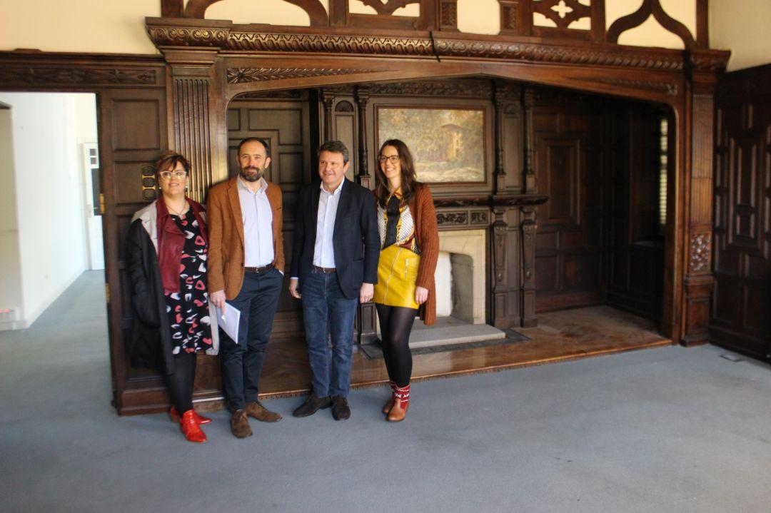 Goizane Álvarez y Denis Itxaso de la Diputación de Gipuzkoa, con José Antonio Santano y Juncal Eizaguirre del Ayuntamiento de Irun, en la visita a las obras de Ikust Alaia.
