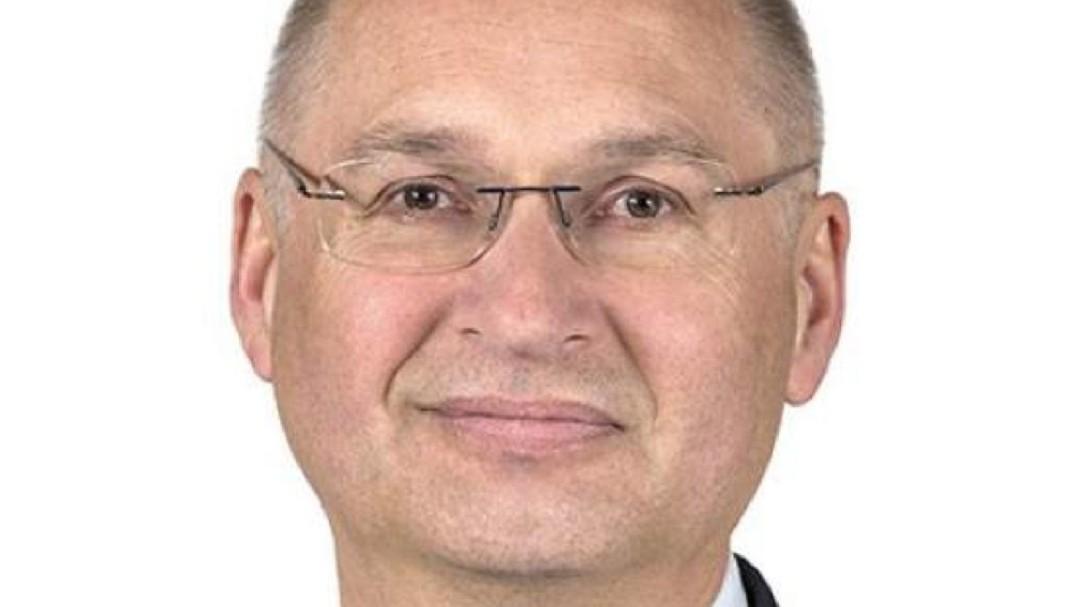 Dimite un diputado esloveno tras confesar que robó un bocadillo en una tienda