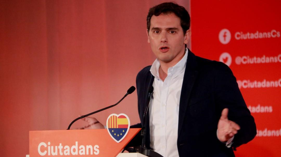 """Rivera pide llama a votar contra Sánchez para """"echarle"""" por ser un """"obstáculo"""" del constitucionalismo"""