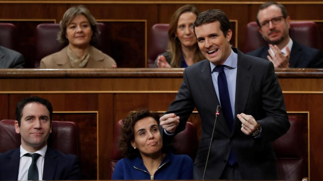 Las tres incorrecciones de Pablo Casado en su ataque a Pedro Sánchez
