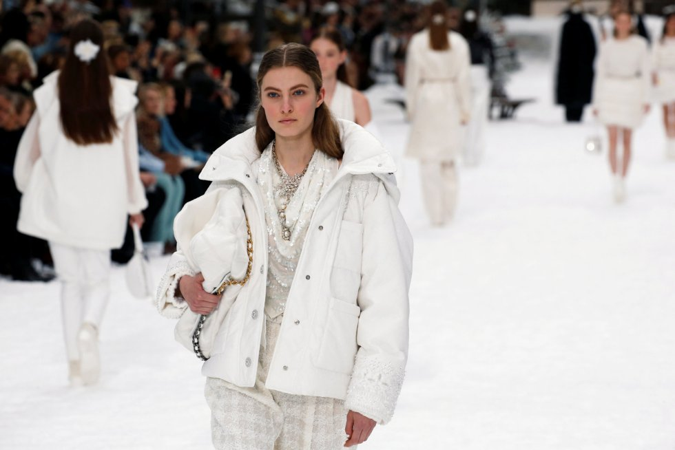 La última colección de Lagerfeld para Chanel en París l