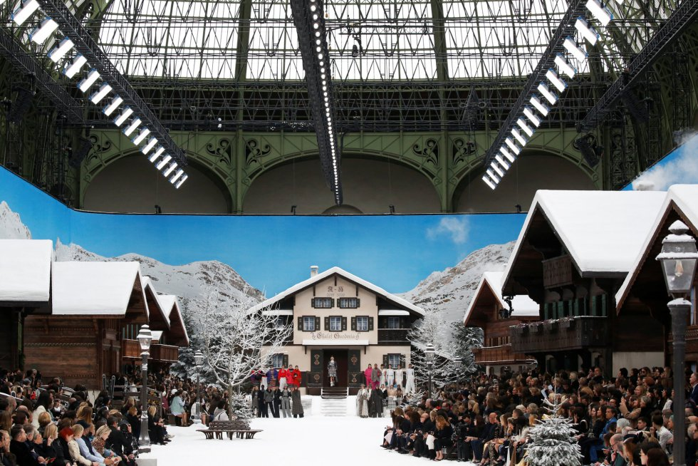 La última colección de Lagerfeld para Chanel en París