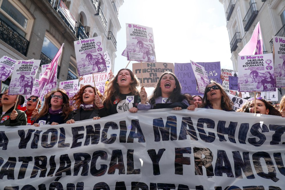 """Palabras como """"machista"""", """"patriarcado"""" y el color morado llenan calles de toda España"""