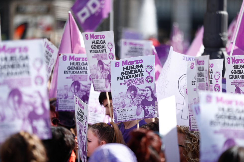 Manifestación convocada por el Sindicato de Estudiantes y su plataforma feminista (Libres y Combativas) para para secundar la huelga del 8M, en la Puerta del Sol de Madrid