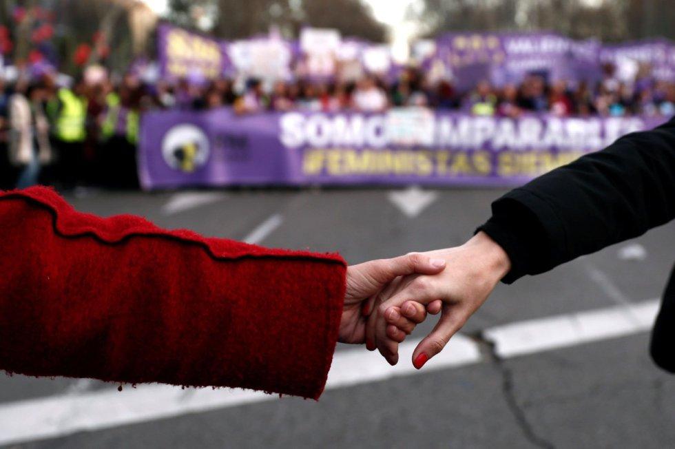 """La marcha feminista de Madrid, con la cabecera en la plaza de Neptuno, celebrada hoy con motivo del Día de la Mujer bajo el lema """"Somos imparables, ¡feministas siempre!"""""""