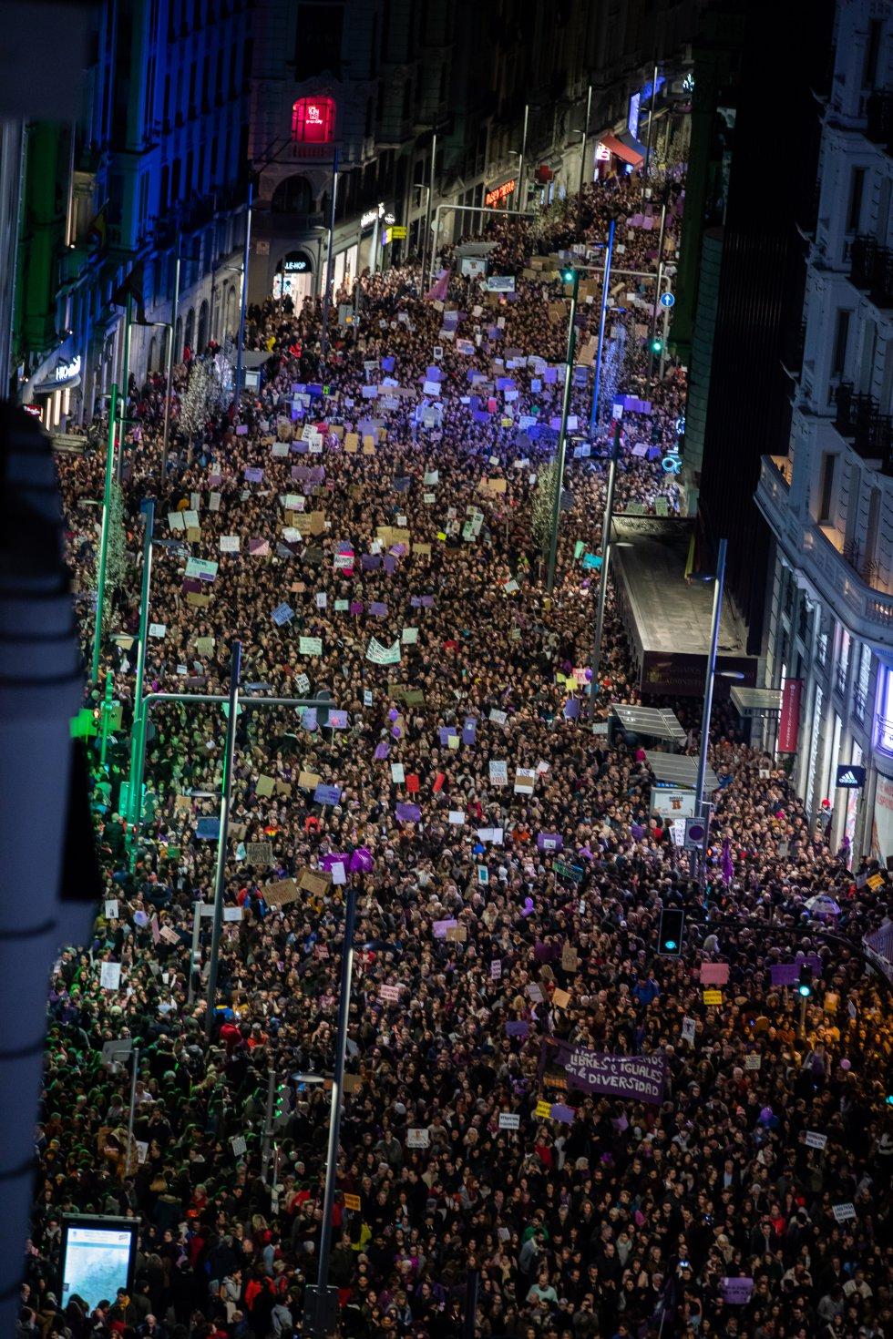 Imagen de la manifestación feminista desde la terraza de la Cadena SER