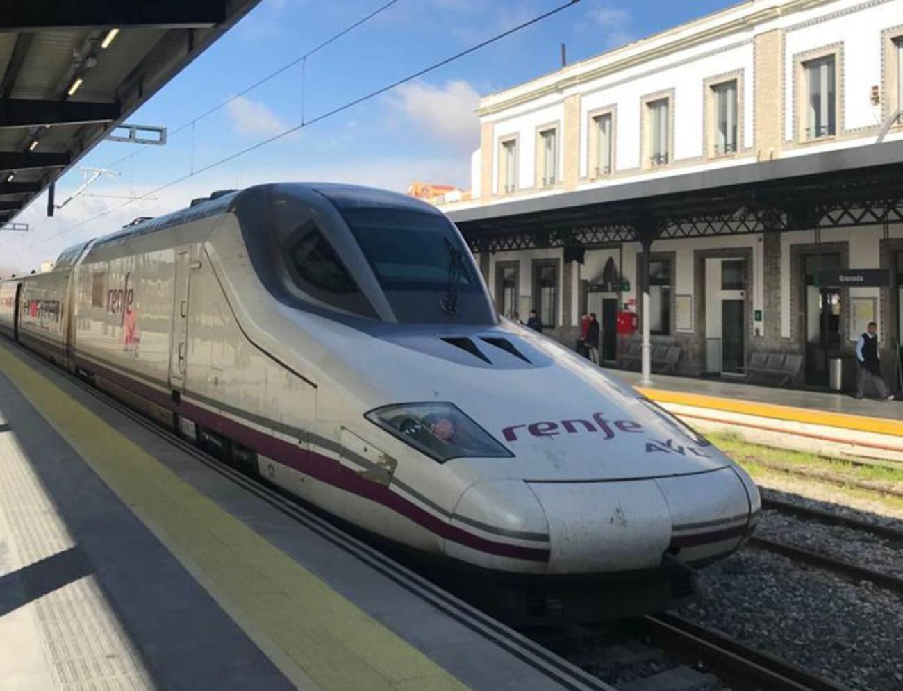 El AVE en pruebas hace unos meses en la estación de Granada