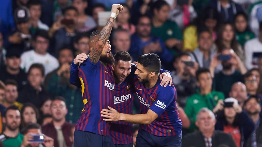 El Barça deja la Liga prácticamente sentenciada con un recital en el Villamarín