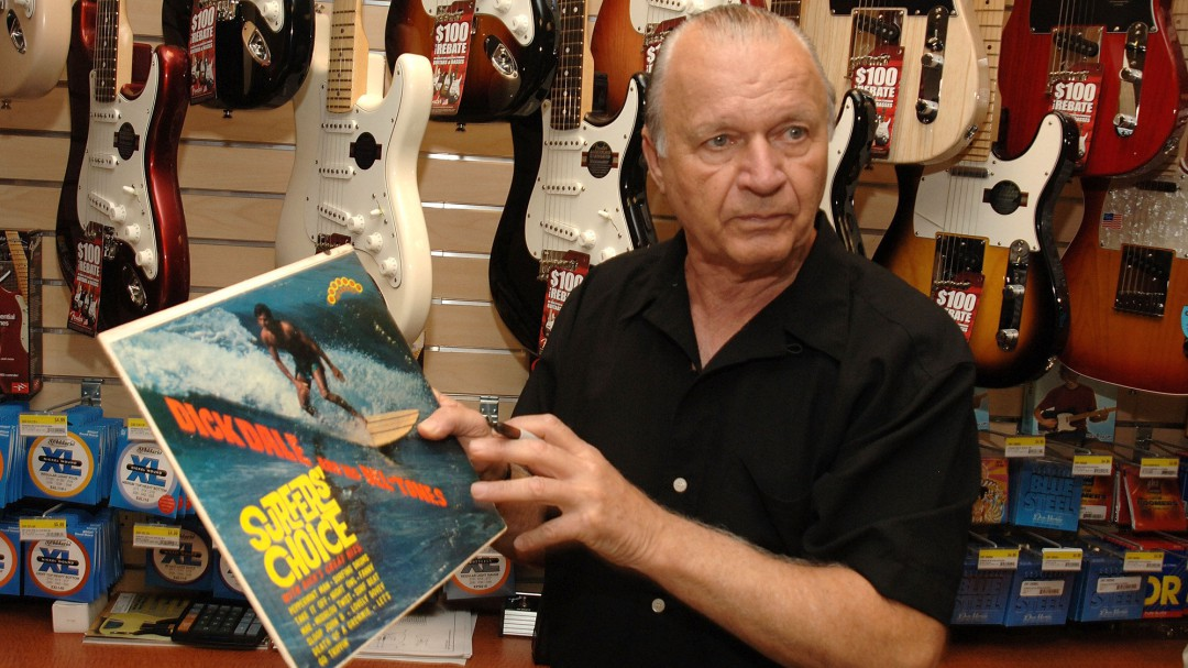 Muere Dick Dale, autor del solo de guitarra de 'Pulp Fiction' y pionero del surf rock