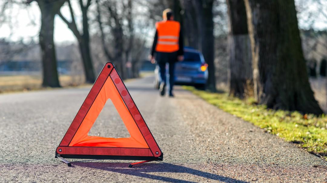 Olvida el triángulo del coche: la DGT admite el peligro y estos son los cambios que tienes que hacer