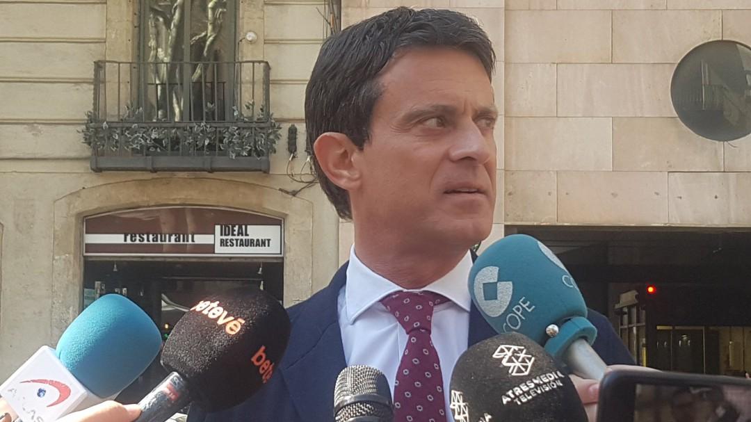 """Valls pide a Rivera y Casado que aclaren que """"jamás"""" pactarán con Vox"""