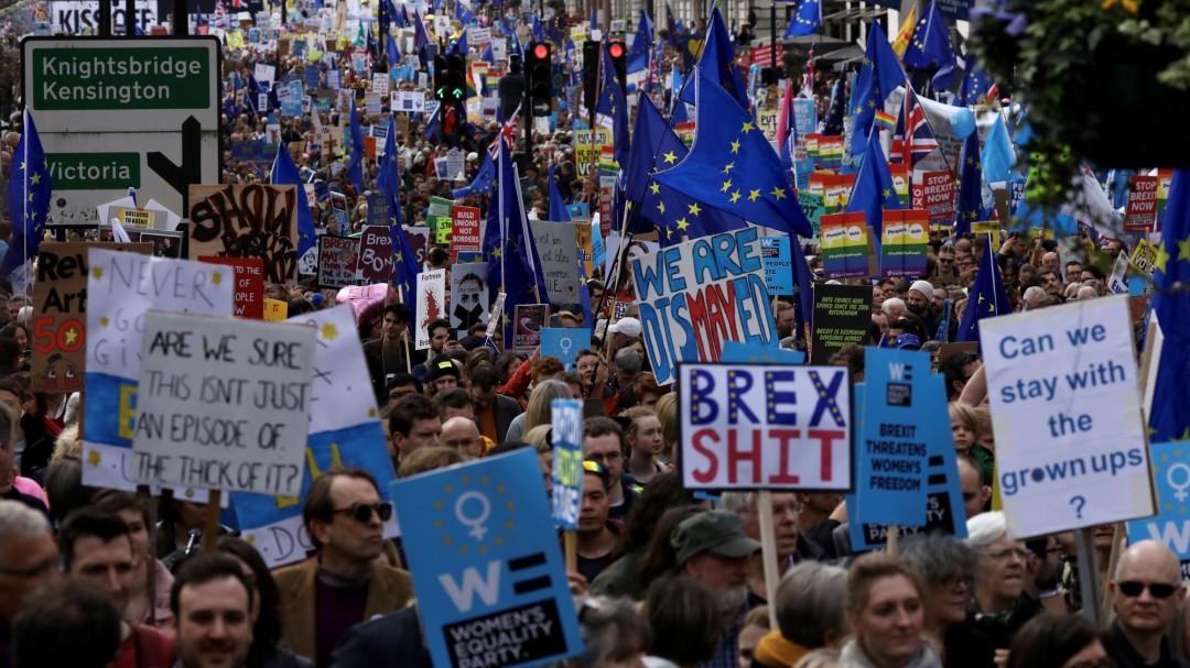 Cientos de miles de personas piden en Londres un un segundo referéndum del 'brexit'