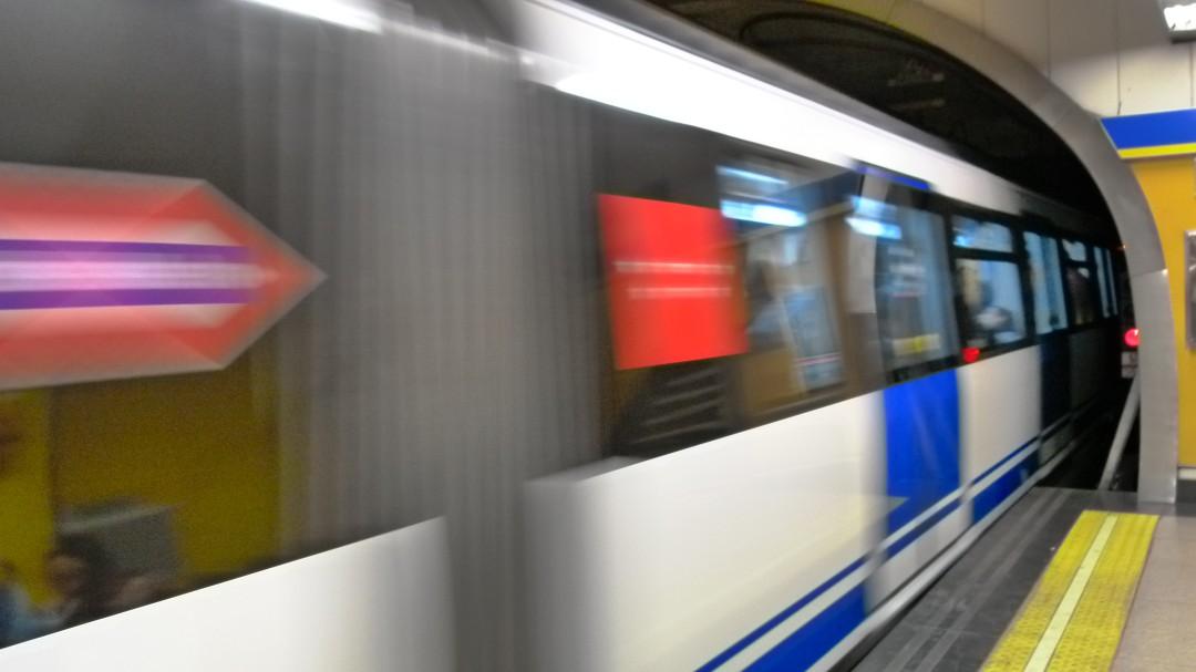 La bonita historia de una joven en el Metro que ha emocionado a las redes por su moraleja sobre la juventud