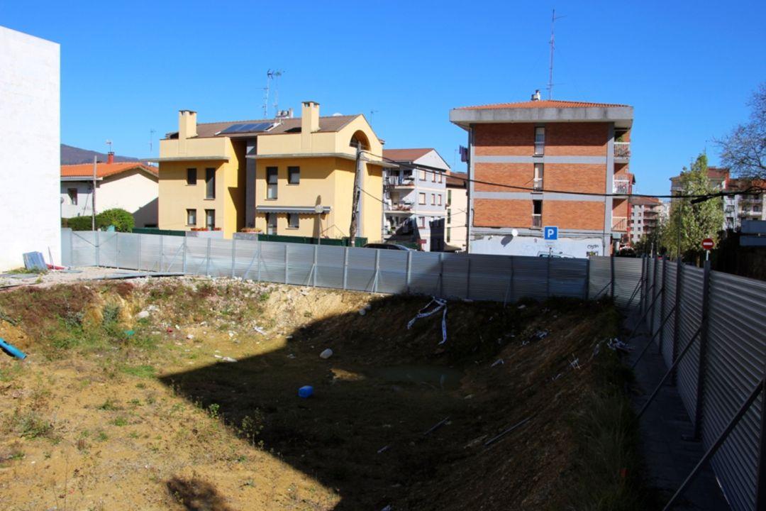 Situación en la que se encuentra la parcela de Alberto Larzabal, donde se preveía la construcción de las viviendas para jóvenes.