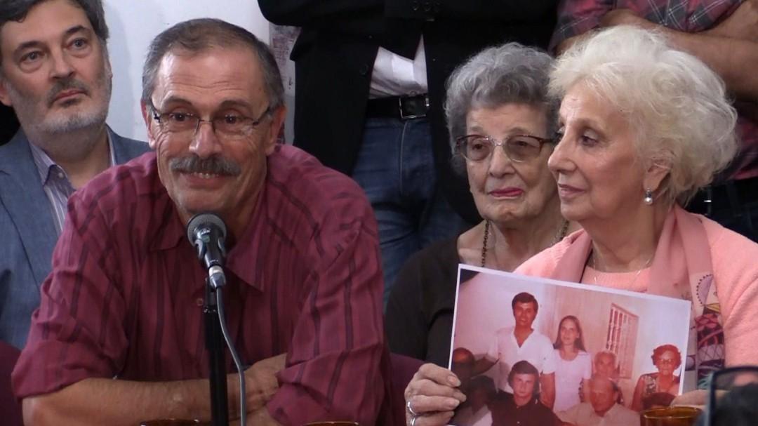 9892ec230 Las abuelas de la Plaza de Mayo identifican en España a una nieta robada en  la