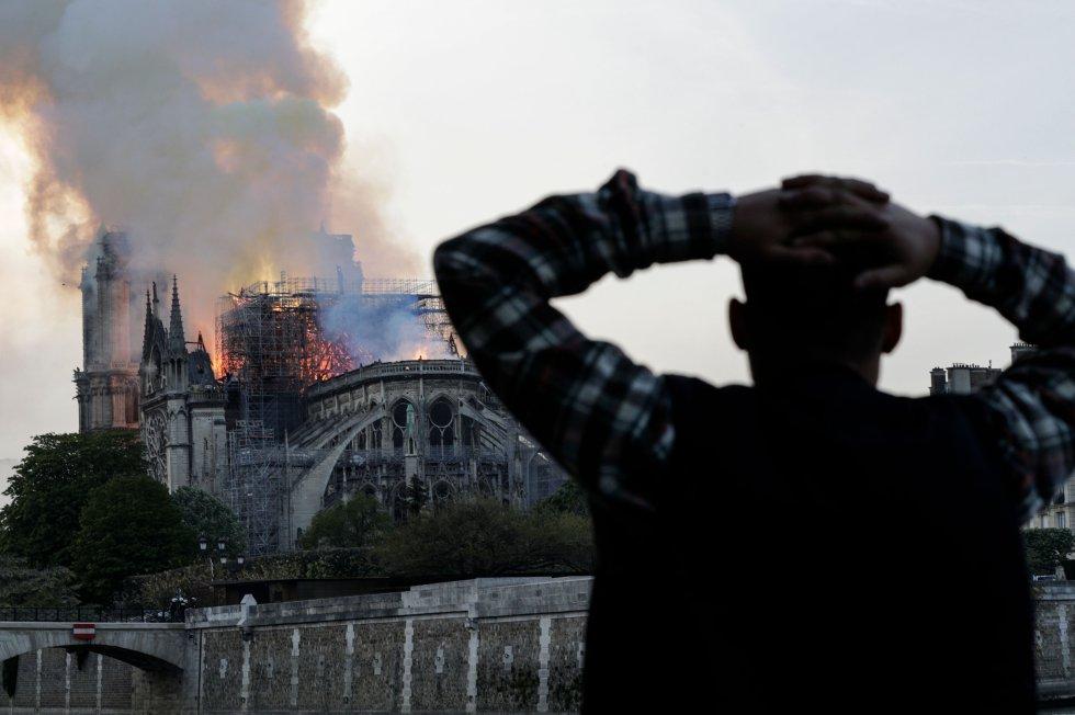 """""""El incendio se puede atacar, pero esto no es un incendio forestal. Si se le echa toneladas de agua encima, también puede colapsar"""" explicaba Juan Pol a la Cadena SER"""
