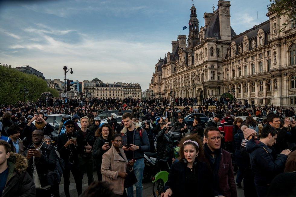 Cientos de personas se agolpaban en los alrededores del emblemático monumento
