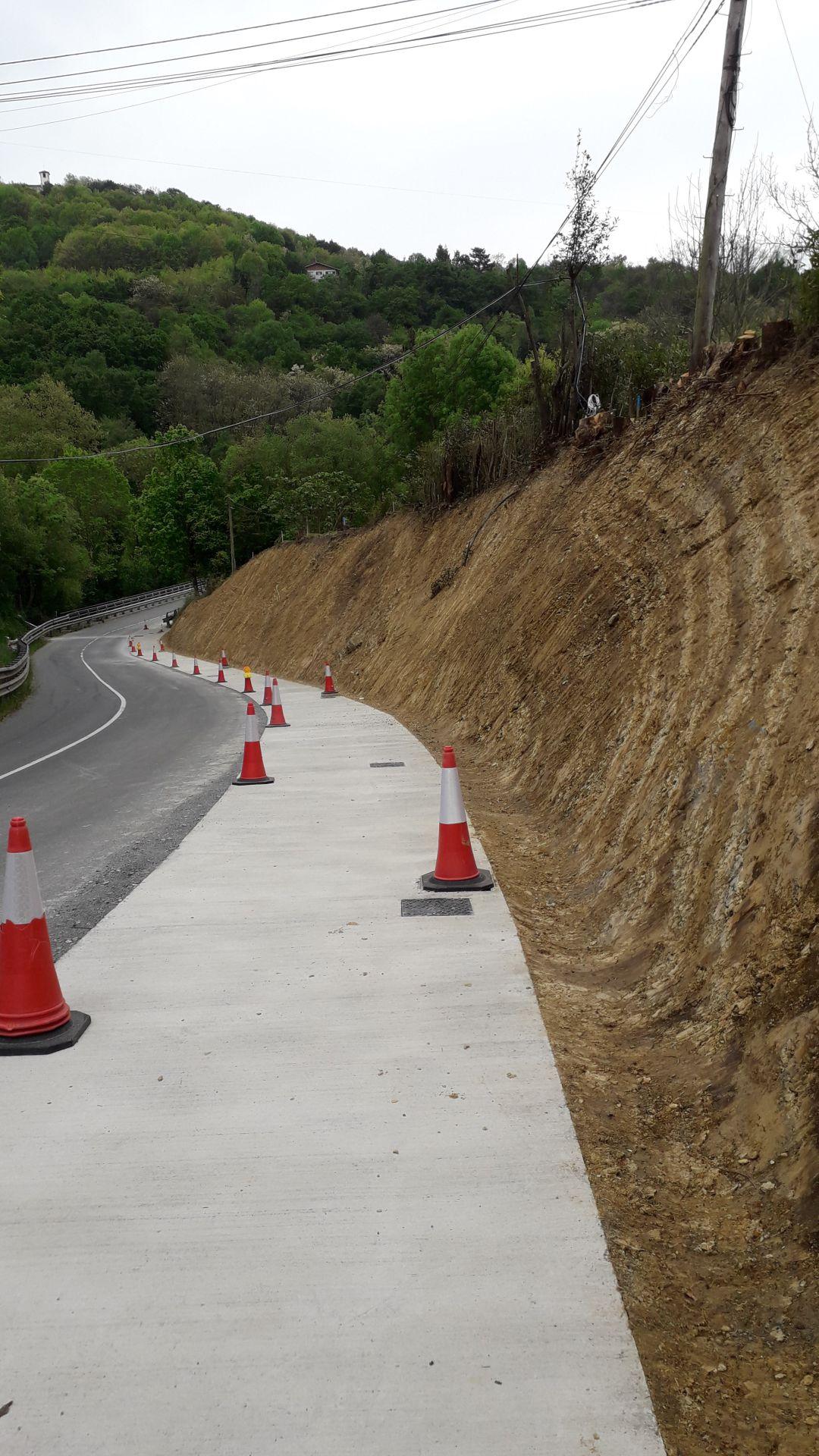 Situación en la que se encuentran las obras de construcción de la acera que conecta Blaia con las instalaciones deportivas San Marcial-Txingudi.