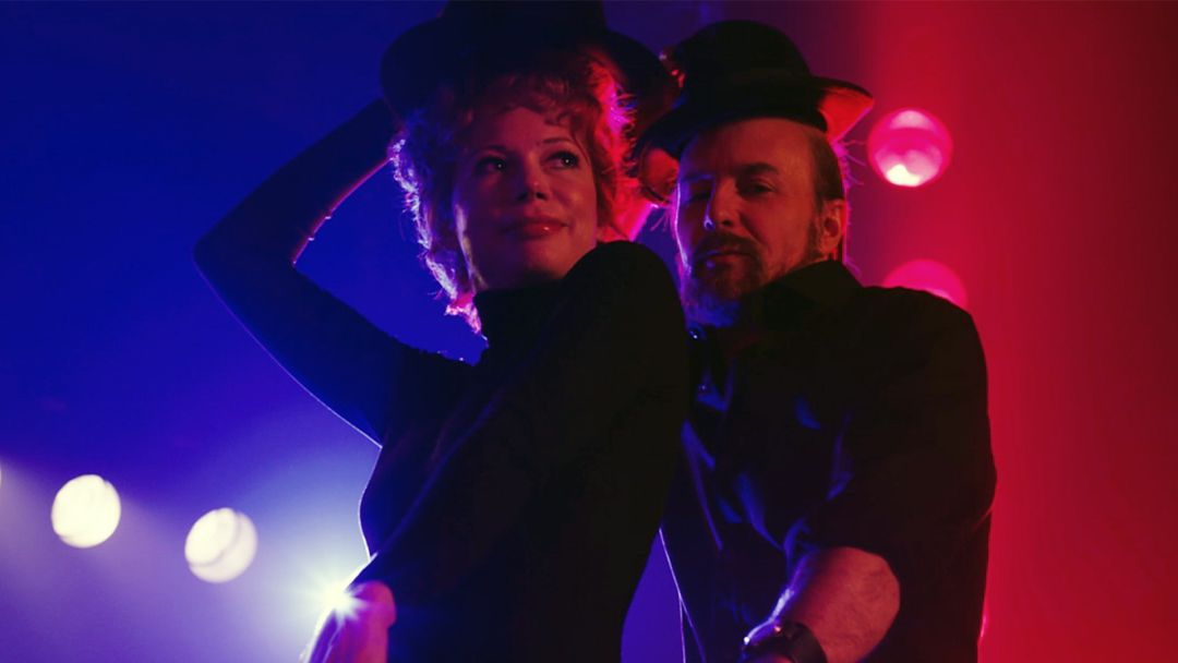 "Michelle Williams i Sam Rockwell en un escena de ""Fosse-Verdon""."