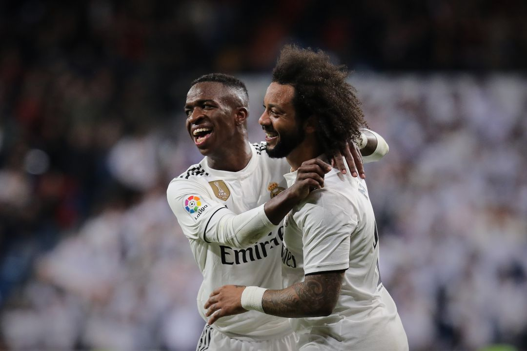 Vinicius Junior y Marcelo celebran un gol con el Real Madrid.