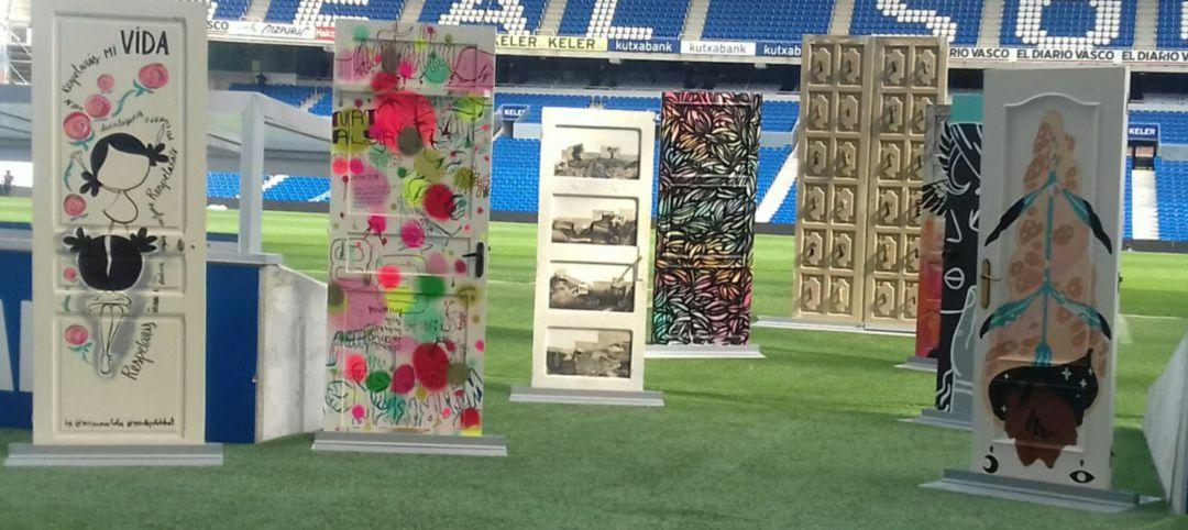 Algunas de las piezas que forman parte de la exposición Puertas en el estadio Anoeta.