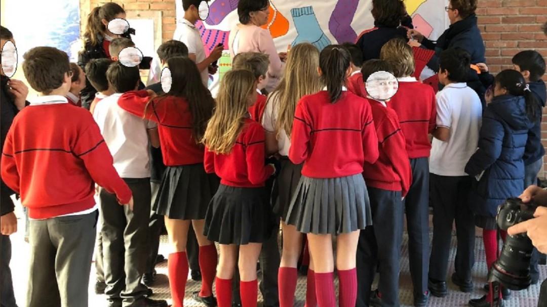 367 alumnos de un colegio concertado de Madrid piden que las chicas puedan ir con pantalón a clase
