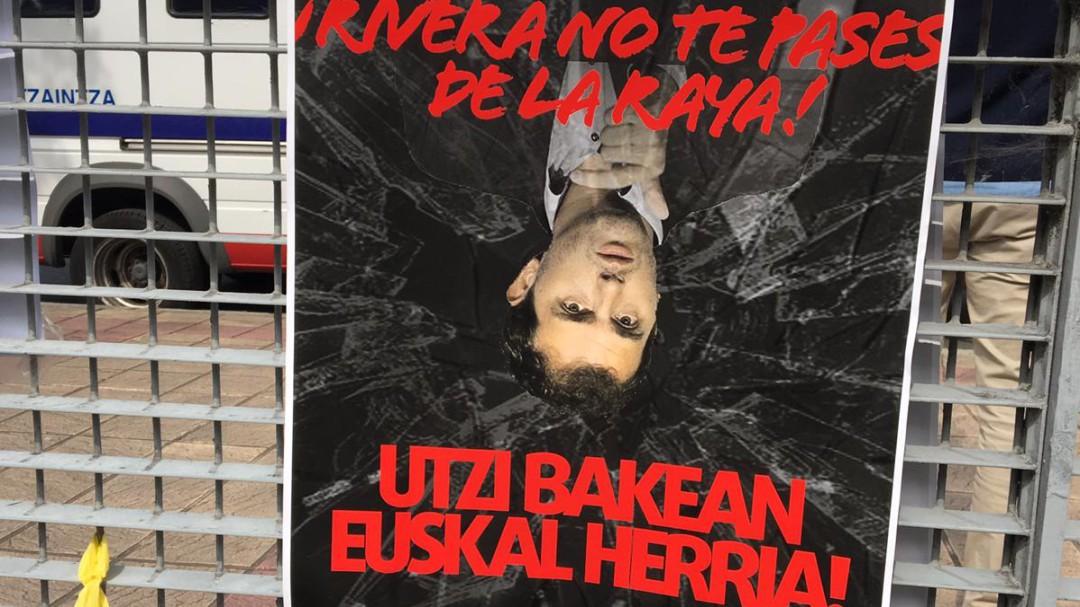 """""""Fascista, vete de aquí"""": tensión en la visita de Rivera al pueblo de Josu Ternera"""