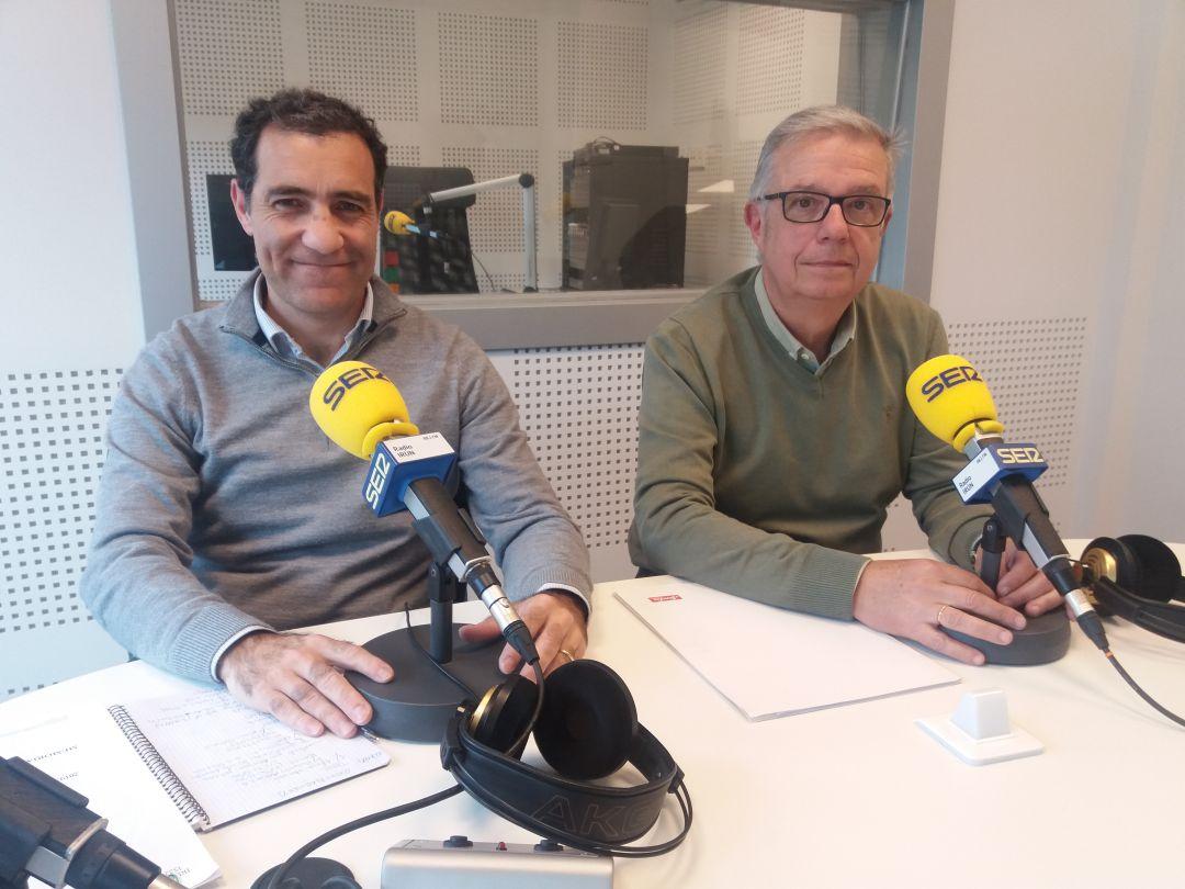 Iñaki Garrido, historiador e Iñaki Arruabarrena, presidente de la Fundación V Centenario de la 1ª Batalla de San Marcial en Radio Irun.