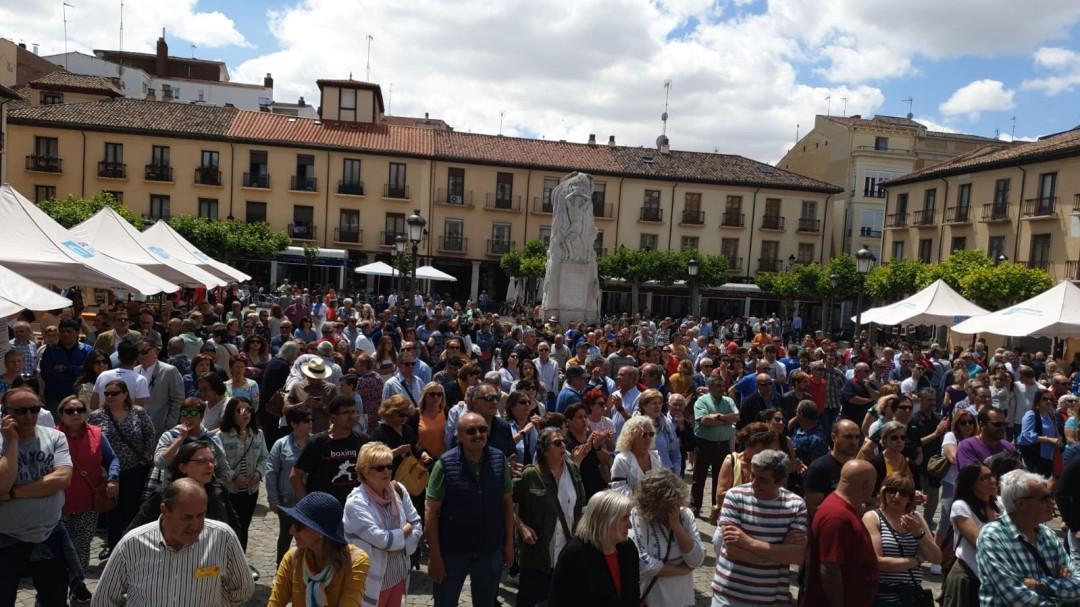 El Alcalde de Palencia sale del Pleno protegido por la policía