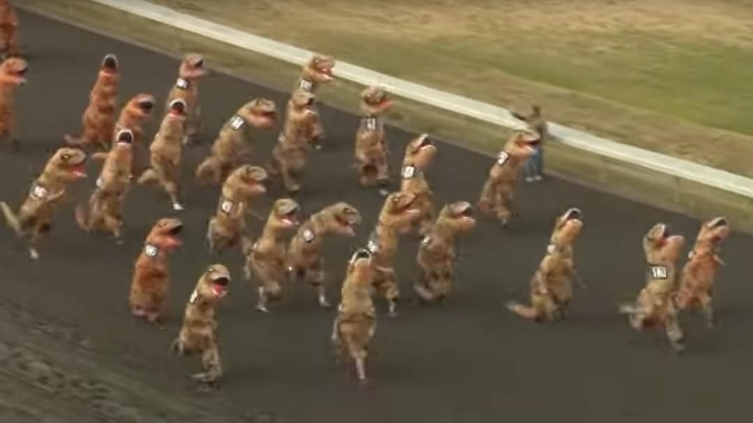 PETA plantea cambiar los toros de San Fermín por personas disfrazadas de T-Rex