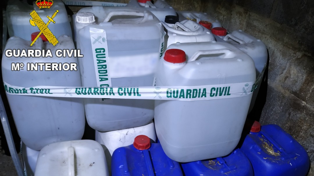 La Guardia Civil incauta en Cacabelos 5000 litros de aguardiente destilado de manera ilegal