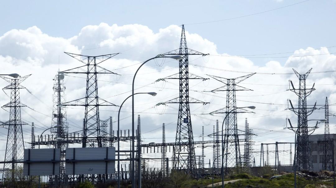 La parte fija del recibo de la luz en España es la más alta de los países del entorno