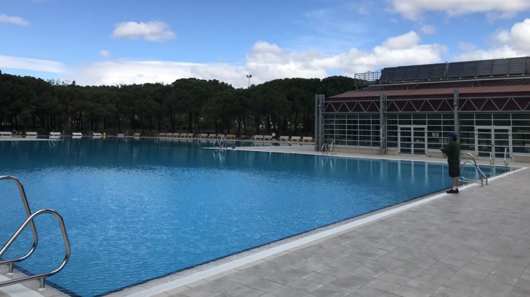 Una persona defeca en una piscina de Valencia y obliga a cerrarla durante un día