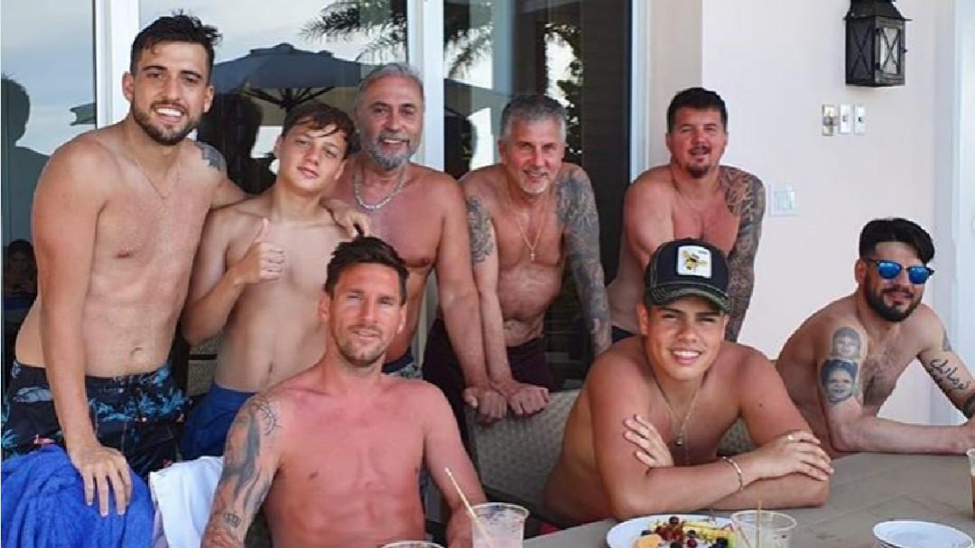 Los excesos de Leo Messi tomando el sol en sus últimos días de vacaciones