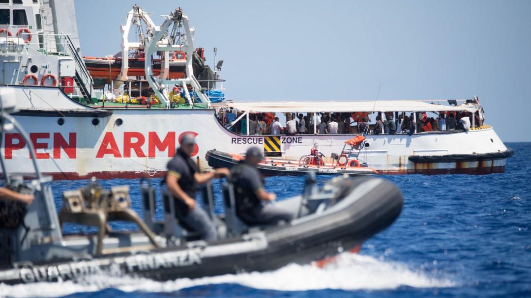 El Gobierno ofrece ahora al Open Arms el puerto español más cercano para el desembarco de las personas a bordo