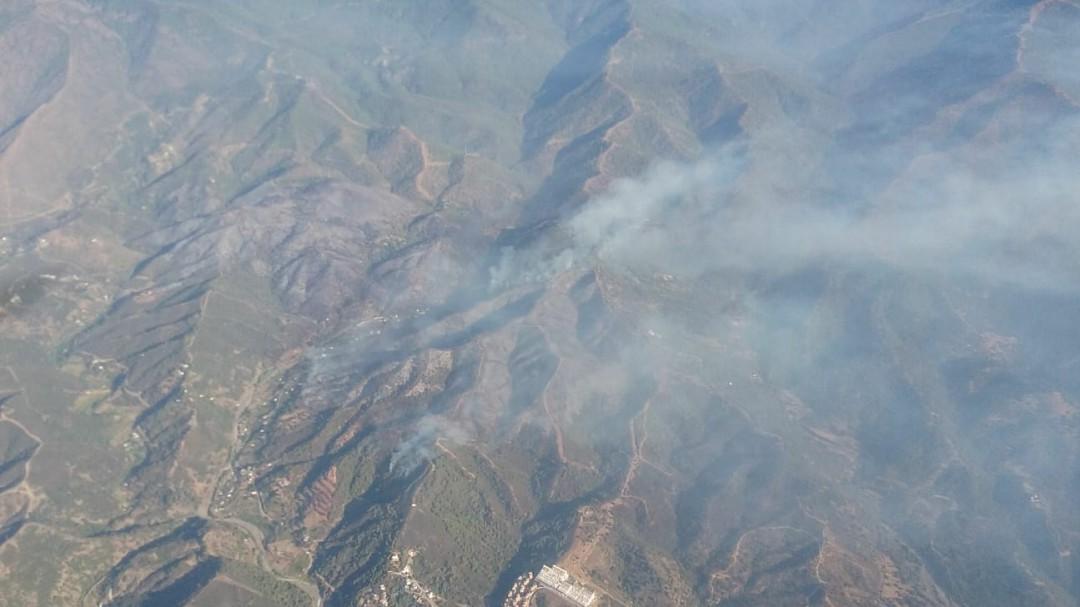 Continúa activo el fuego en Estepona que ha desalojada a 144 personas
