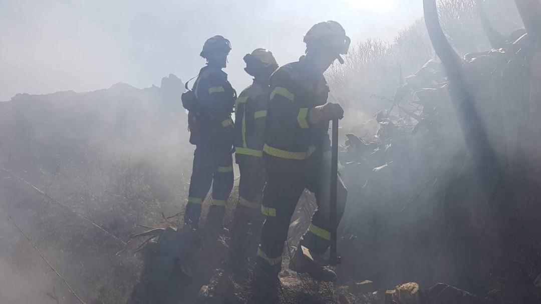 La aplaudida respuesta de un bombero a un comentario xenófobo del incendio en Canarias