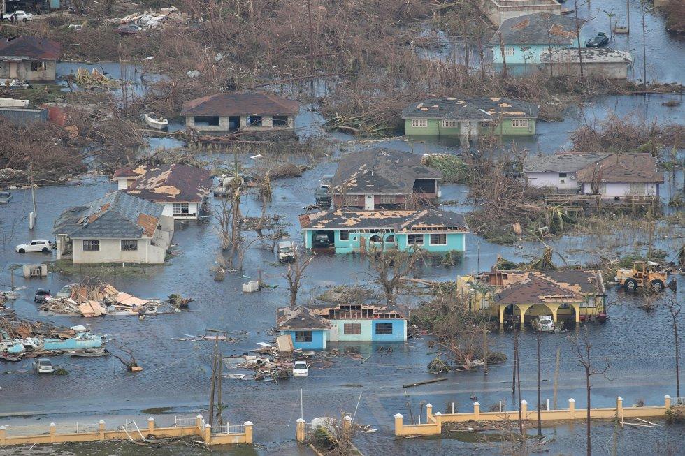 Actualmente el huracán Dorian se ha debilitado a categoría 1 con vientos máximos sostenidos de hasta 150 kilómetros por hora frente a la costa de Carolina del Norte