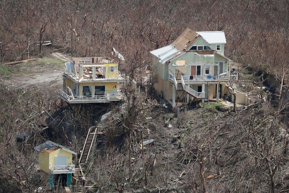 Por el momento, la tormenta no ha tocado tierra en Estados Unidos por lo que no ha causado víctimas mortales ni grandes destrozos.